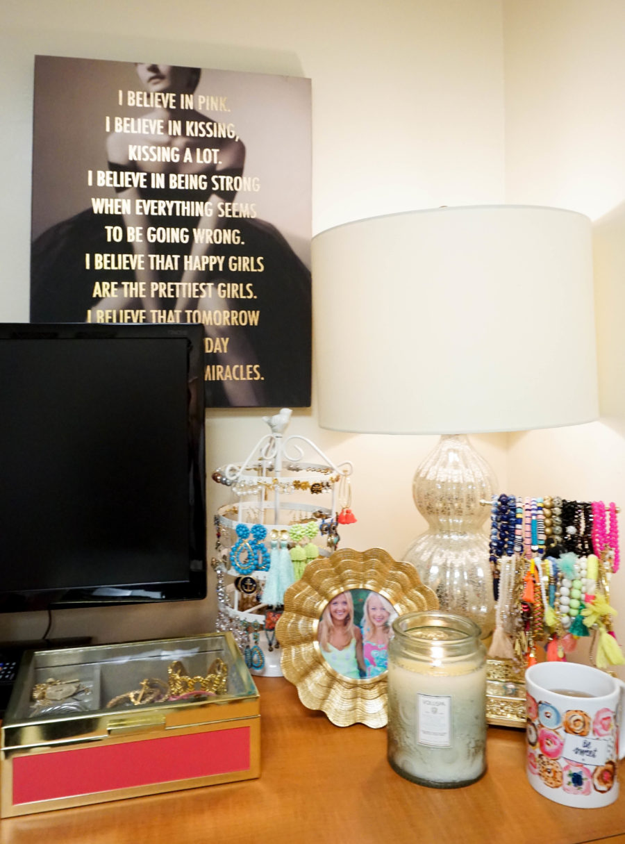 amy-littleson-from-i-believe-in-pink-dorm-room-decor-with-annie-selke-co-evelyn-henson-and-all-for-color_-10