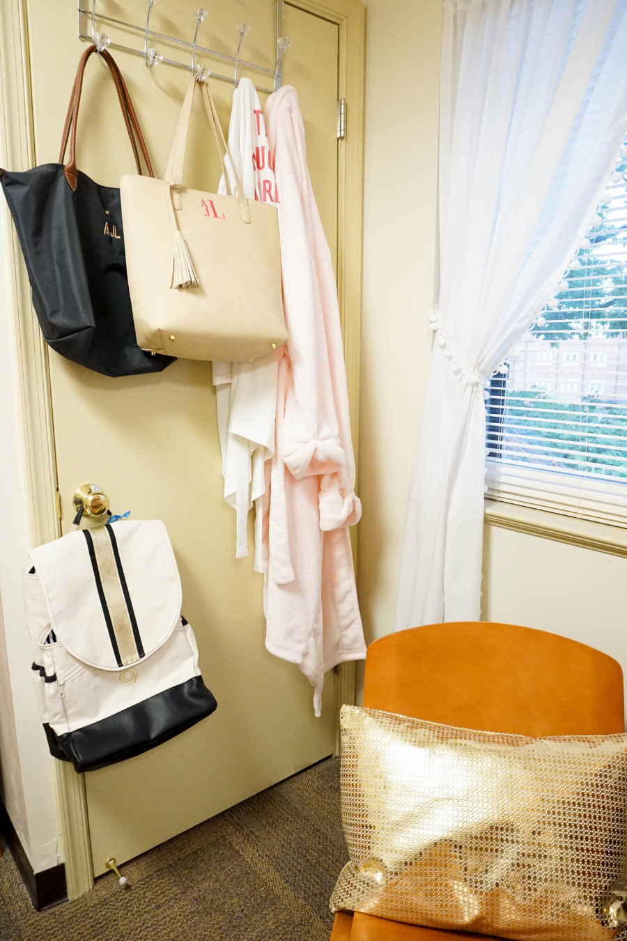 amy-littleson-from-i-believe-in-pink-dorm-room-decor-with-annie-selke-co-evelyn-henson-and-all-for-color_-11