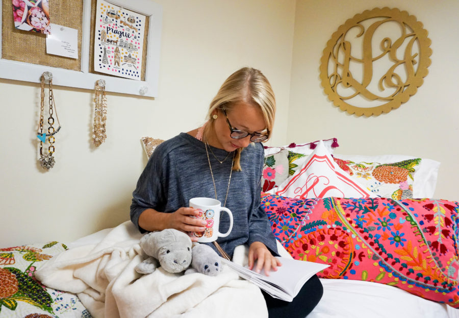 amy-littleson-from-i-believe-in-pink-dorm-room-decor-with-annie-selke-co-evelyn-henson-and-all-for-color_-14