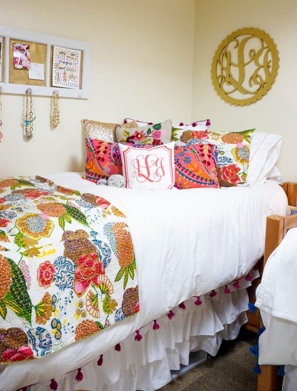 Senior Year Dorm Room Decor - I Believe in Pink