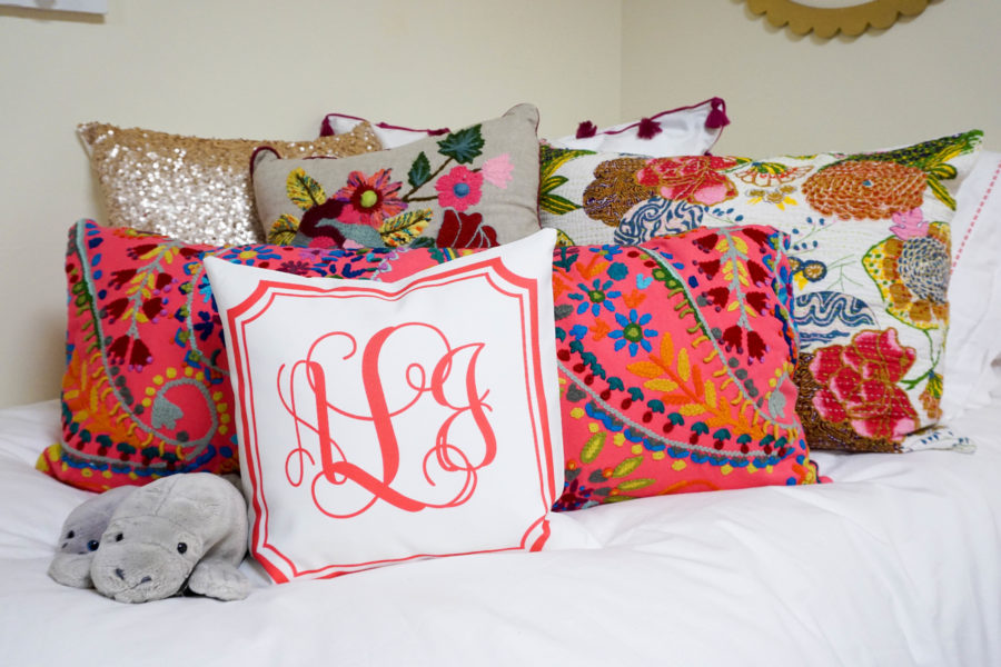 amy-littleson-from-i-believe-in-pink-dorm-room-decor-with-annie-selke-co-evelyn-henson-and-all-for-color_-6