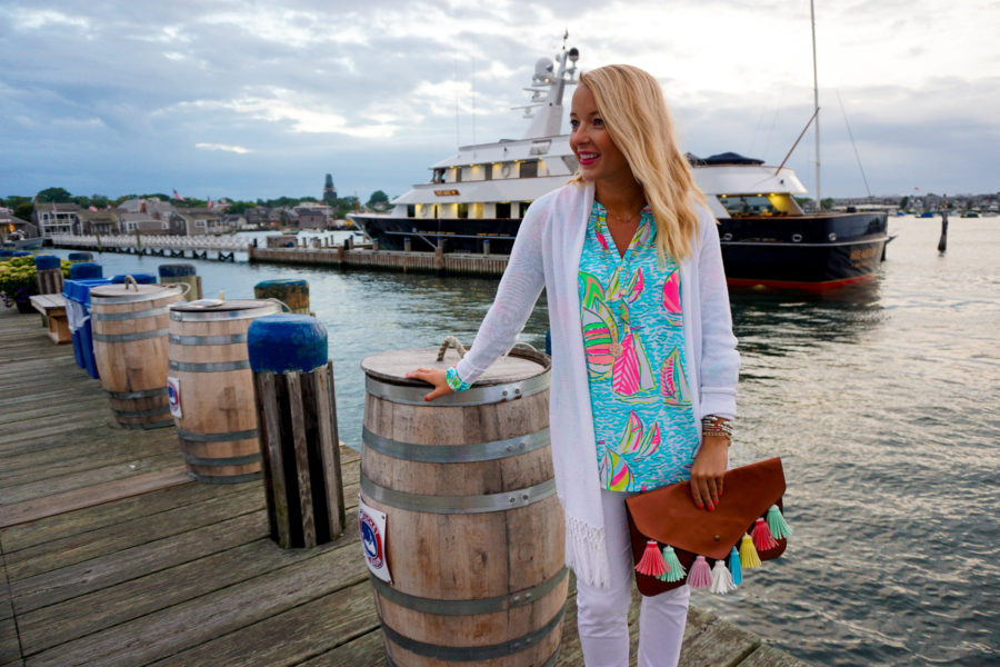 nantucket-travel-guide-in-lilly-pulitzer-and-tassel-clutch_