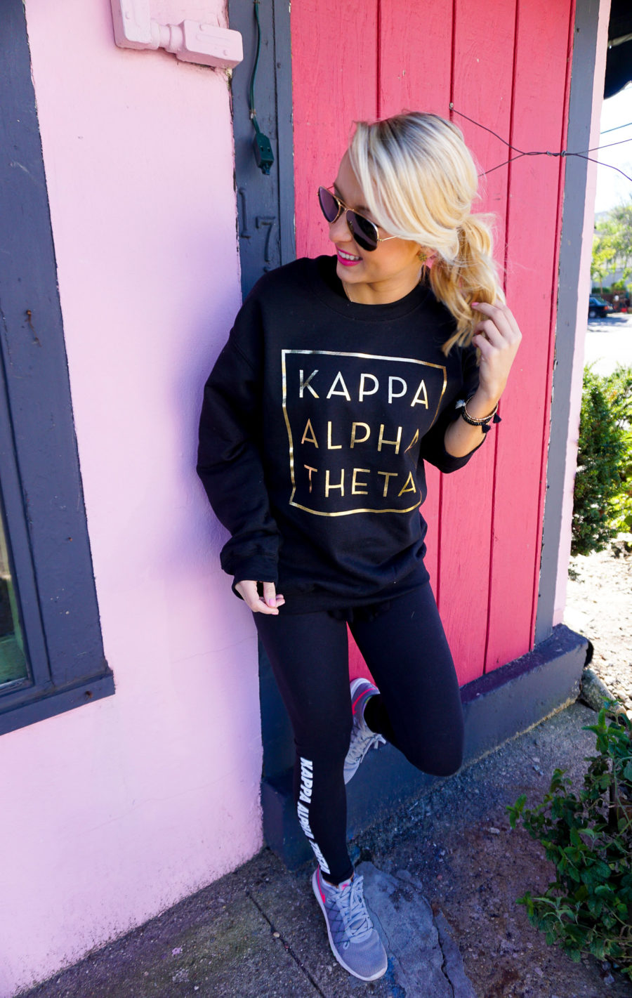 amy-littleson-from-i-believe-in-pink-wearing-kappa-alpha-theta-sorority-apparel-with-university-tees_-10
