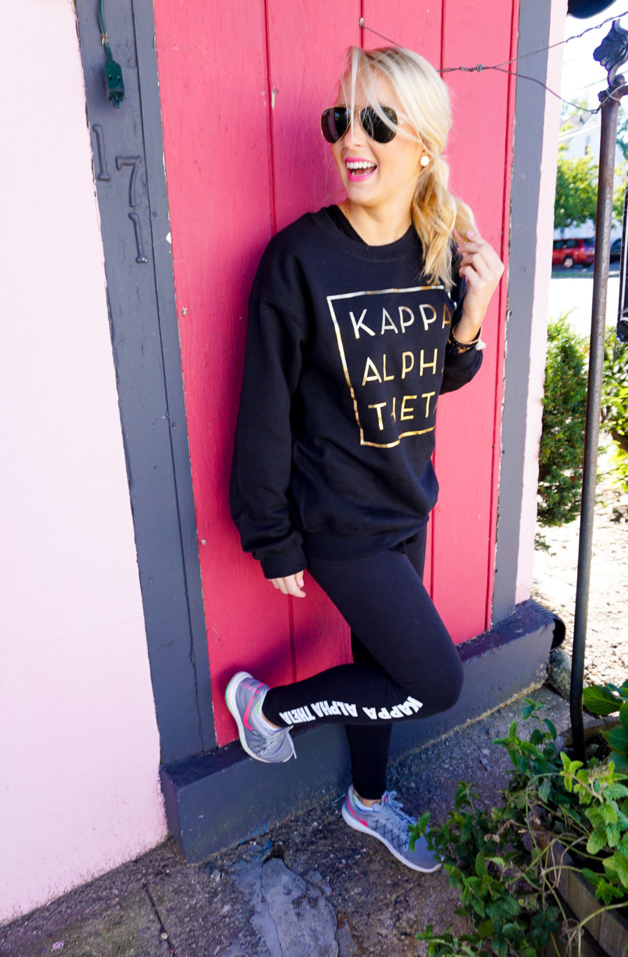 amy-littleson-from-i-believe-in-pink-wearing-kappa-alpha-theta-sorority-apparel-with-university-tees_-2