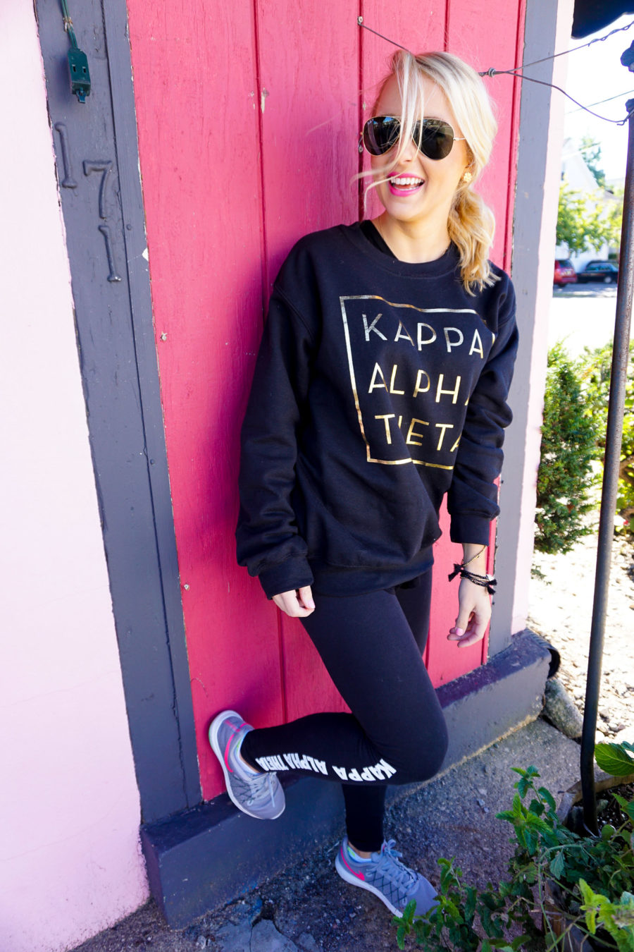 amy-littleson-from-i-believe-in-pink-wearing-kappa-alpha-theta-sorority-apparel-with-university-tees_-3