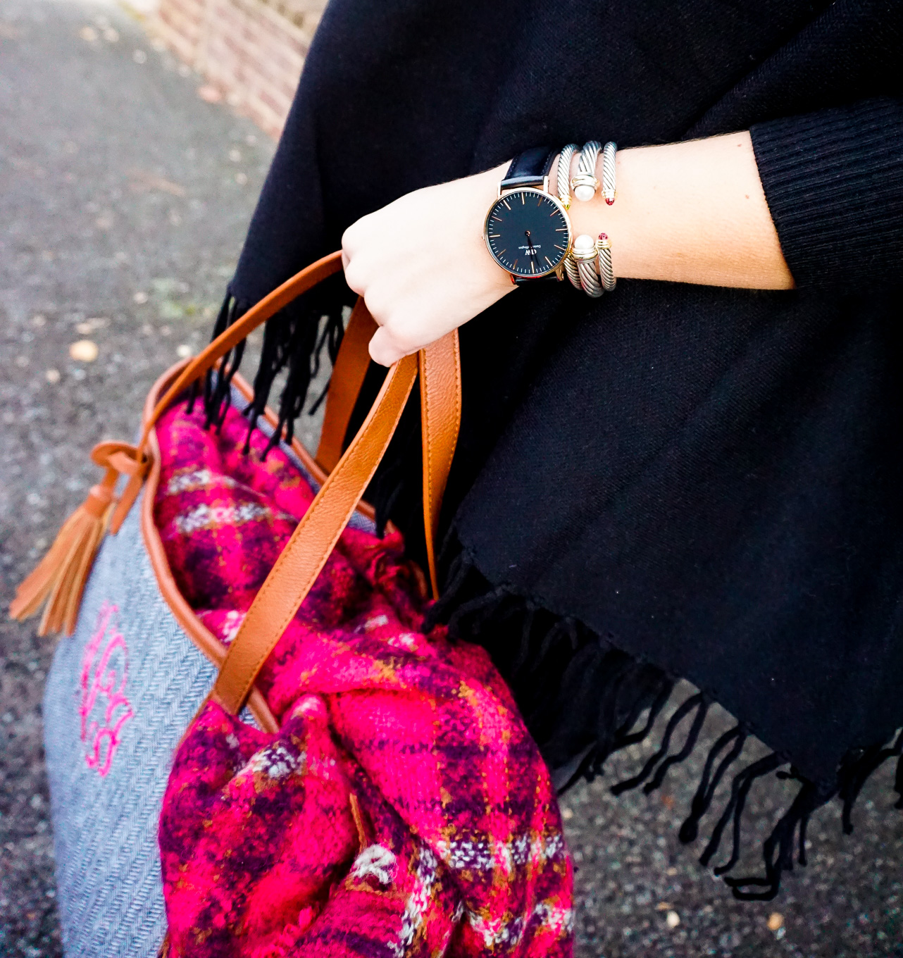 amy-littleson-from-i-believe-in-pink-in-united-monograms-monogram-boots-and-tote-with-a-black-tassel-poncho-9