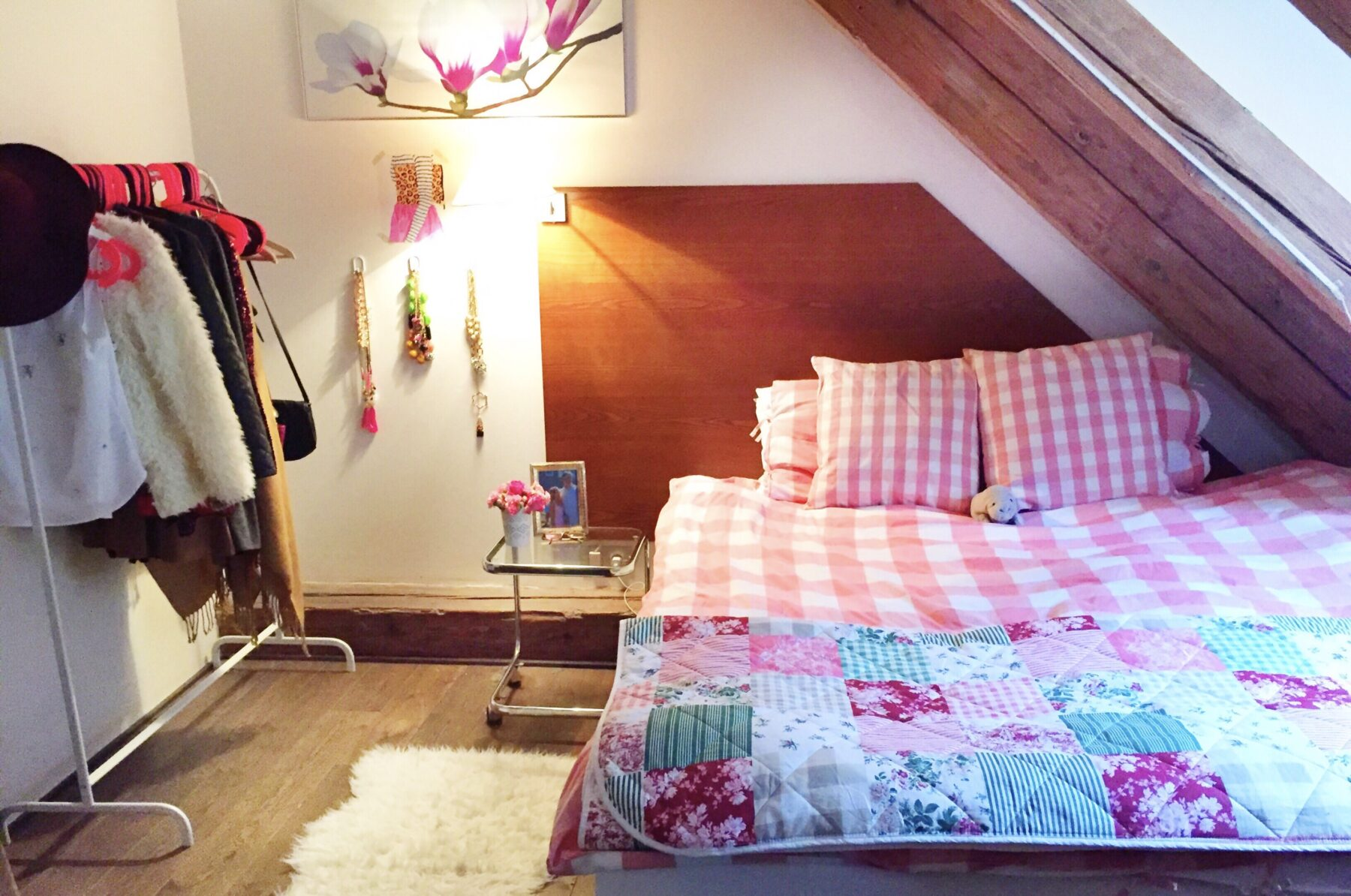 I Believe in Pink dorm decorations and bedding Prague