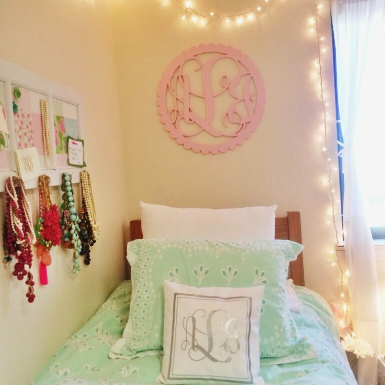 I Believe in Pink dorm decorations and bedding 7