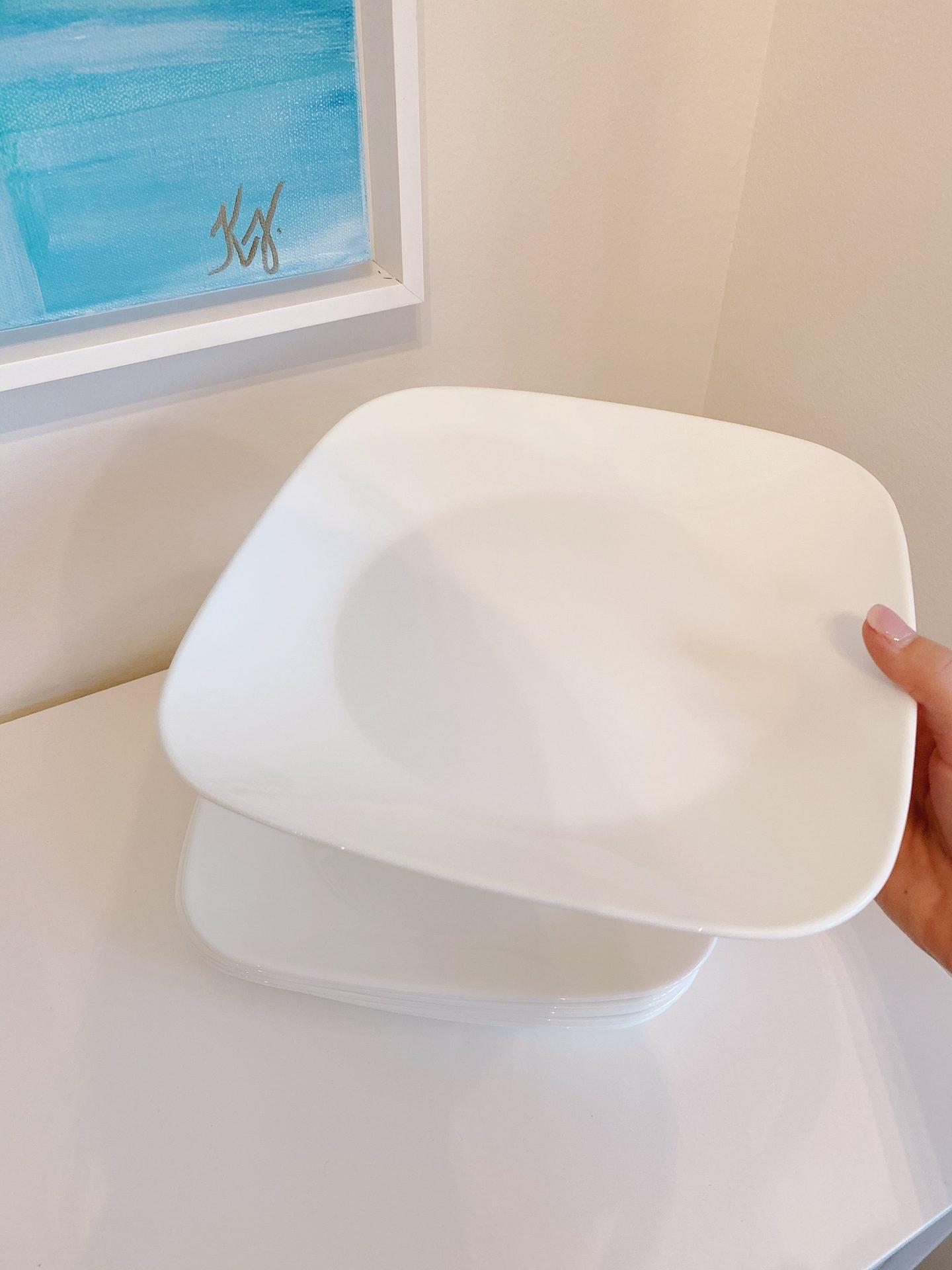 Amazon Prime Home Décor Finds White Plastic Plates