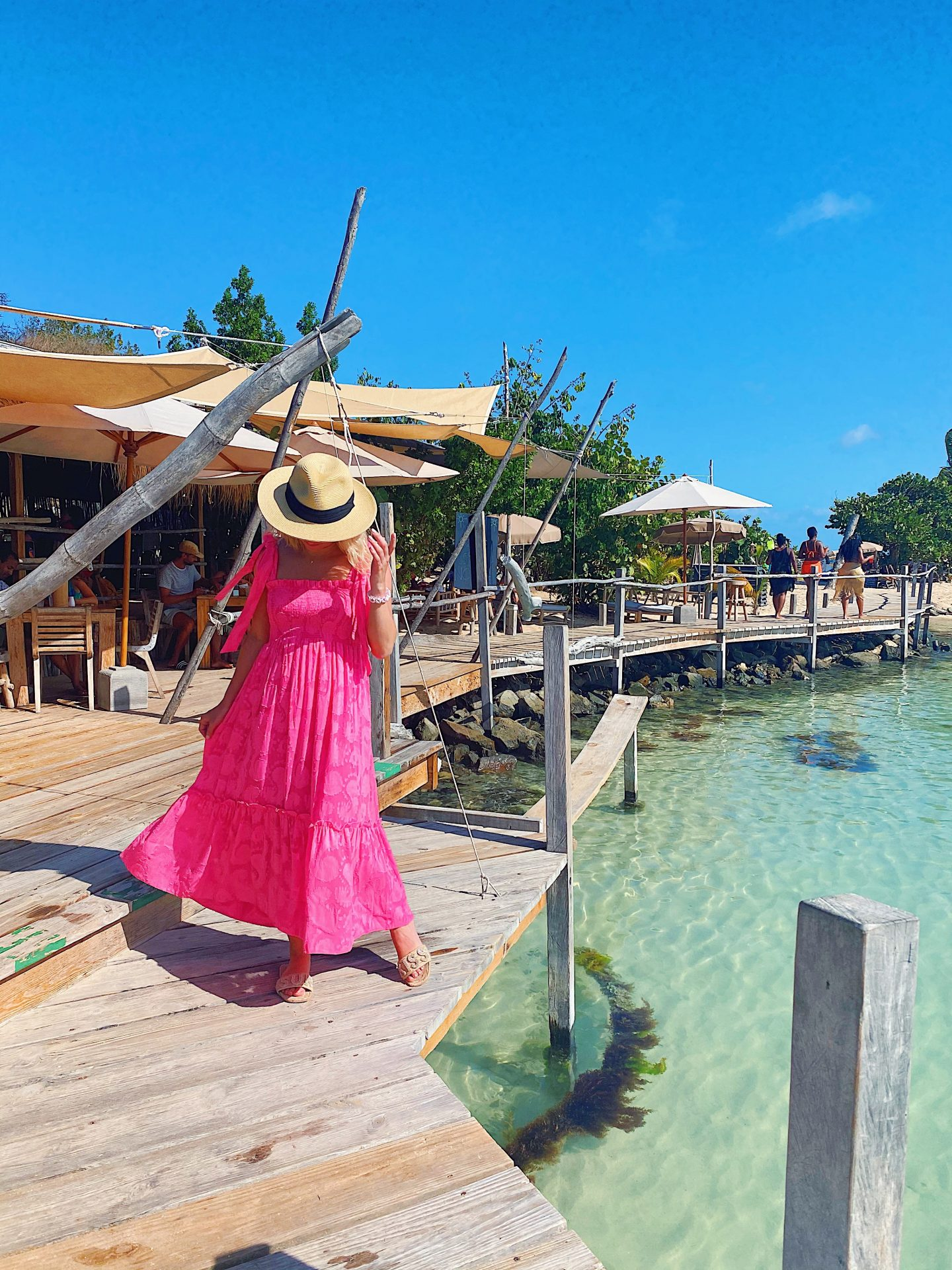 Karibuni Restaurant Pinel Island